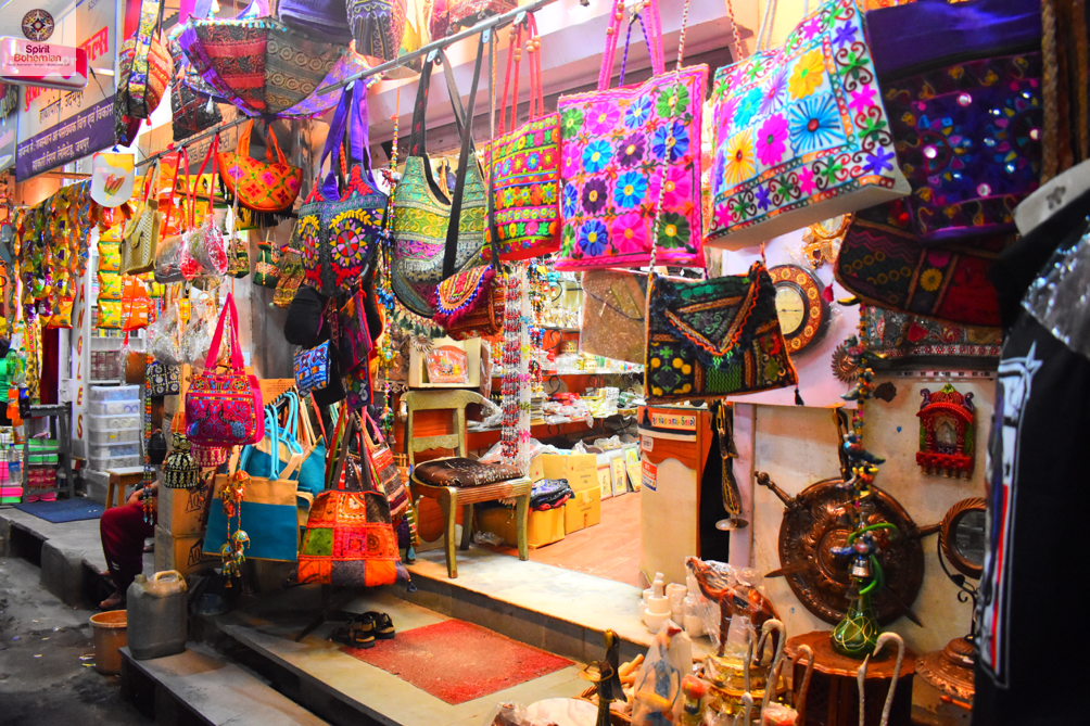 16 Best Places to Do Shopping On Udaipur Sightseeing Tour